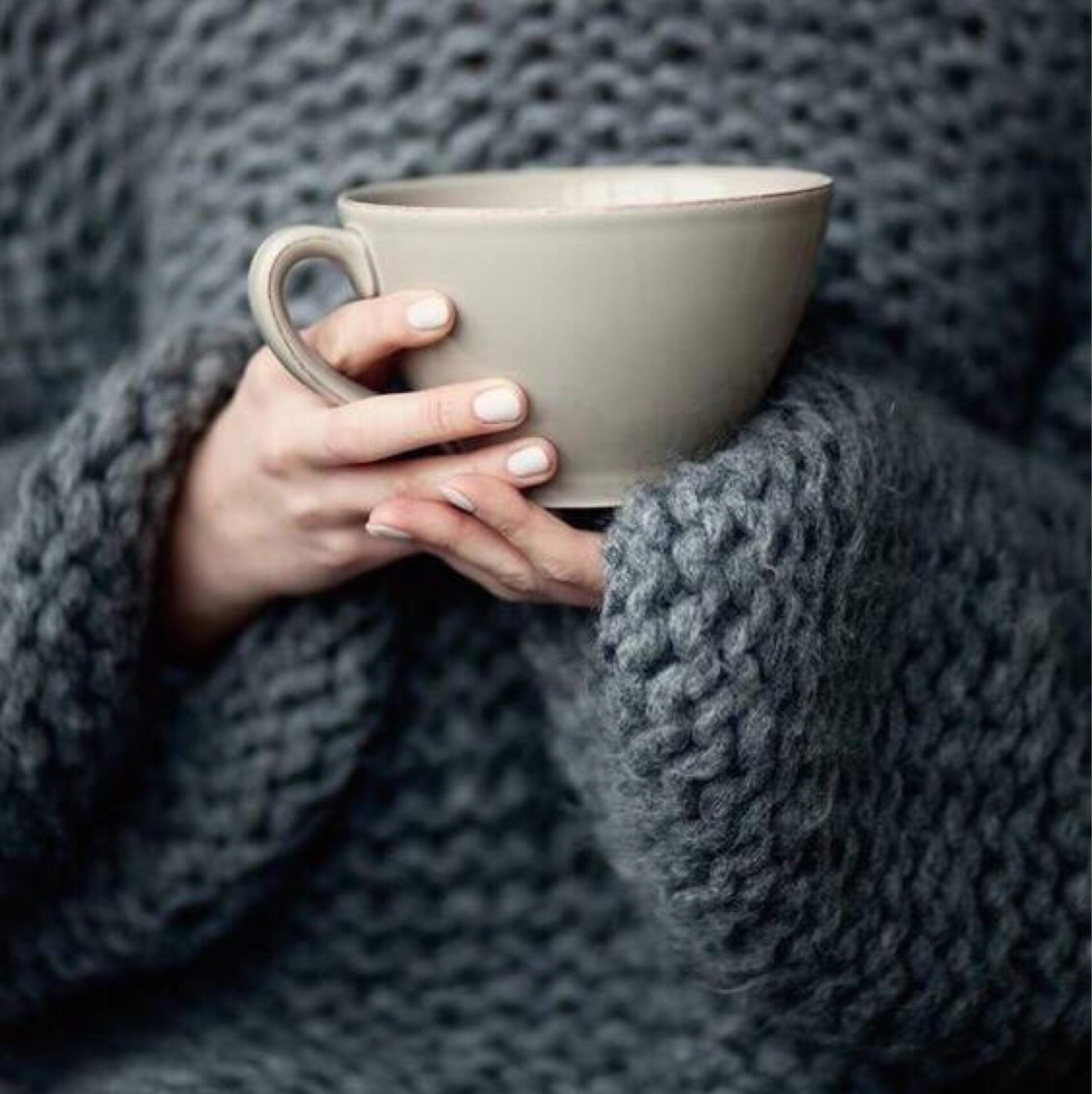Картинка девушка осень свитер чай